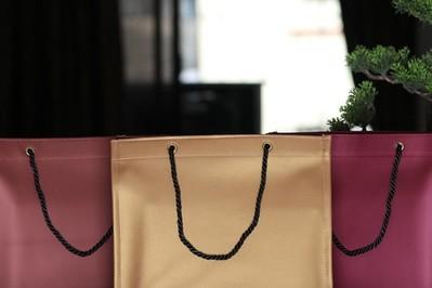 Co zrobić z nietrafionym prezentem: kiedy prezent można oddać do sklepu?