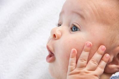 Rozwój dziecka – kamienie milowe w okresie 3.-6. miesiąca
