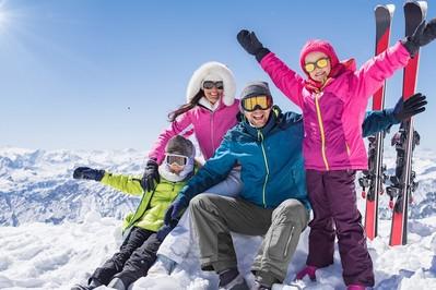Ile kosztują i jak sfinansować wyjazd na ferie zimowe?