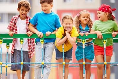 Uważny rodzic: jak wychować pewne siebie dziecko?