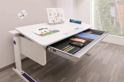 Jak wybrać odpowiednie biurko dla ucznia?