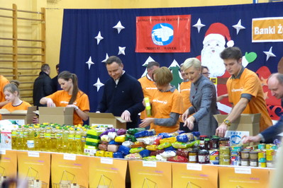 Świąteczna zbiórka żywności – Para Prezydencka jako wolontariusze Banku Żywności
