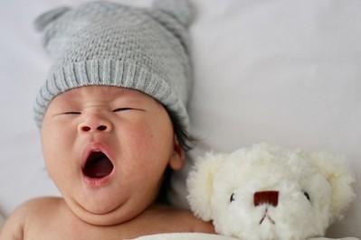 Sen noworodka - ile powinien trwać? Kiedy reguluje się sen niemowlaka PODPOWIADAMY