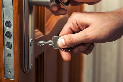 Otwórz się na dobry zamek. Wybieramy 5 najbezpieczniejszych rozwiązań do drzwi zewnętrznych