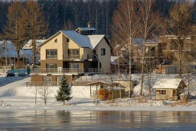 Jak zabezpieczyć dom na zimowy wyjazd?