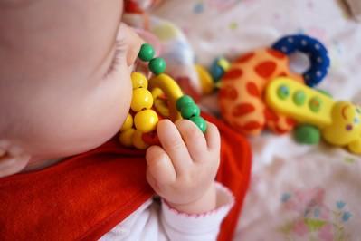 Ząbkowanie u niemowlaka- jak przetrwać trudny okres?