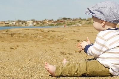 Oparzenia słoneczne u dzieci: domowe sposoby przynoszące ulgę