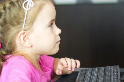 W jaki sposób małe dzieci uczą się angielskiego – mamo musisz to wiedzieć!