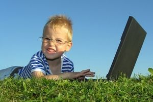 Wakacje w sieci? Zapewnij bezpieczeństwo dziecku!