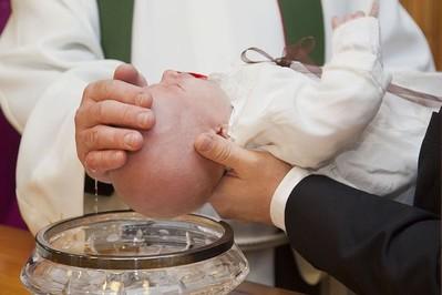 Czym jest Chrzest Święty? – wywiad z księdzem