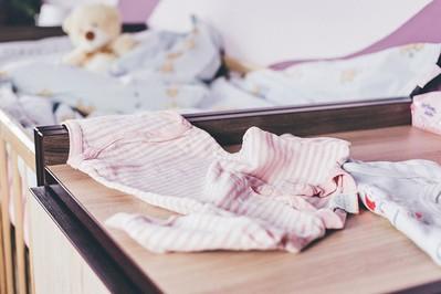 Jak urządzić pokój niemowlaka: łóżeczko, komoda, zasłony i co jeszcze?