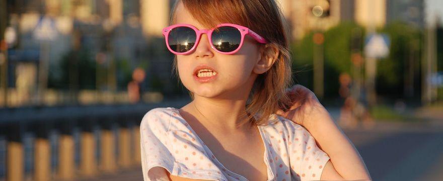 Okulary przeciwsłoneczne dla dziecka – czy są mu potrzebne?