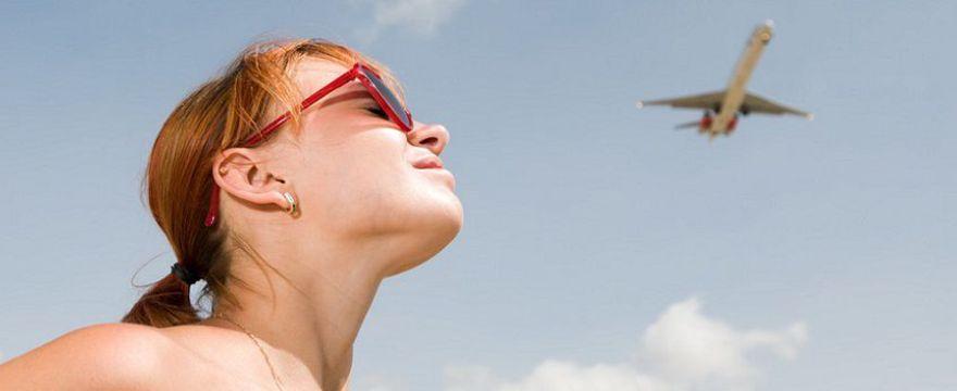 Ciąża a latanie samolotem: czy to jest bezpieczne i kiedy najlepiej