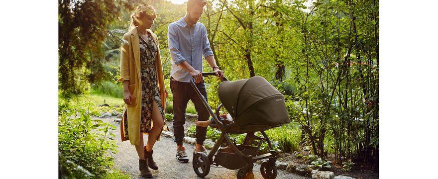 Pierwszy spacer z dzieckiem – jak się do niego przygotować?