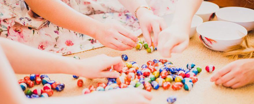 Gdy zostajesz z dzieckiem w domu: TOP 10 pomysłów na kreatywne zabawy z dziećmi
