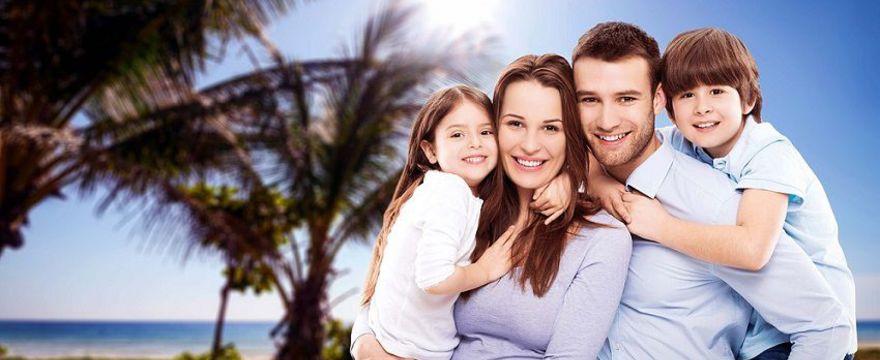 """Rodzice: więcej urlopu """"na opiekę"""" i inne zmiany w urlopach rodzicielskich. Nowe zasady już wkrótce!"""