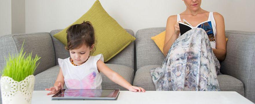 Dlaczego dzieci nie powinny oglądać TV? 5 ważnych MEDYCZNYCH powodów