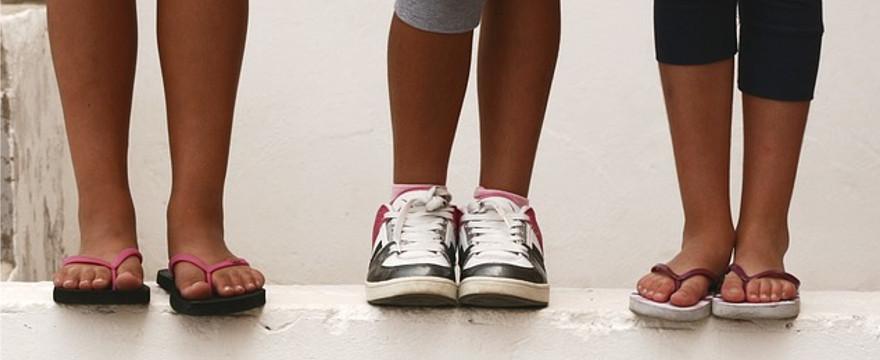 Jak wybrać idealne buty dla dzieci na lato? Kilka cennych porad.