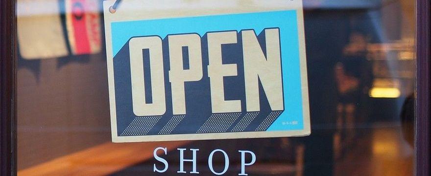 Jakie zasady obowiązują w sklepach, galeriach i przestrzeni publicznej?