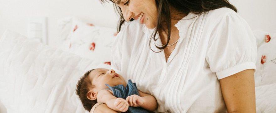 Torba do szpitala: TO musisz zabrać ze sobą do porodu!