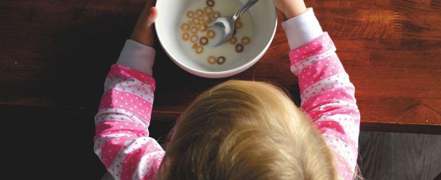 Twój maluch jest niejadkiem? Być może to neofobia żywieniowa