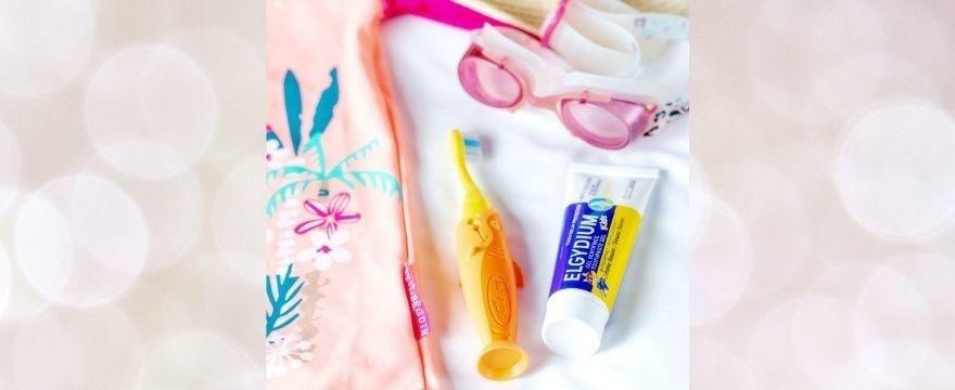 Nowość! Idealna na wakacje – szczoteczka Elgydium Pocket Kids Shark