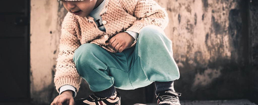 Jak dobrze ubierać dziecko: tkaniny, warstwy, nowe czy używane? 4 zasady ubierania małego dziecka