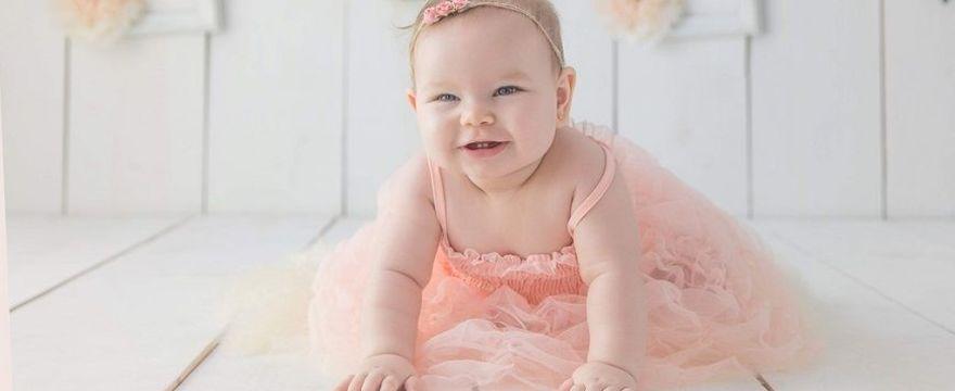 8. miesiąc życia dziecka: co niemowlak już potrafi?