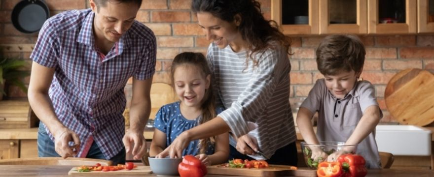 Twoje dziecko nie chce jeść warzyw? 6 prostych trików, które pomogą Ci zachęcić je do ich jedzenia