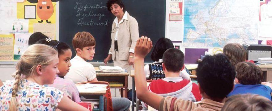 300 plus: będą zmiany w wypłacie świadczenia dla uczniów?