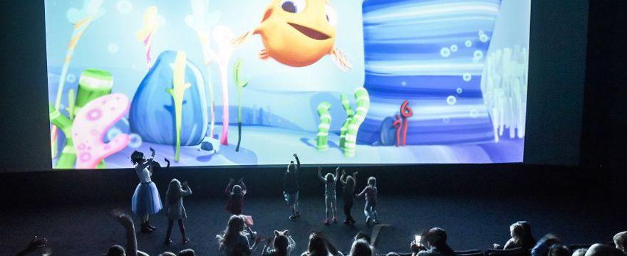 Rybka MiniMini rozmawia z dziećmi na żywo w kinie!